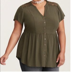🌴 Torrid olive green baby doll top Size 3🌴